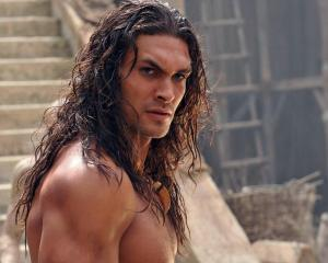 jason-momoa-long-hair-jason-momoa-reveals-more-about-aquaman-and-the-movies-he-ll-star-in