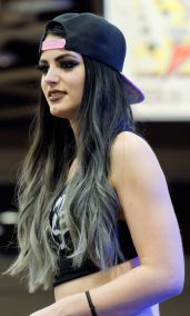 Paige_(wrestler)_at_WrestleMania_32_Axxess